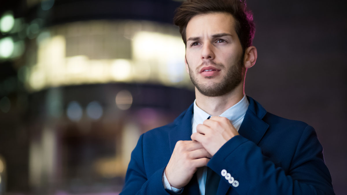 How to Tie a Tie: 4 Mistakes You Should Avoid