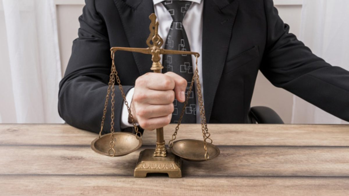 How Do Lawyers Get Paid, Anyway? Here's How It Works
